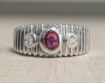 Vintage 18kt gold ring with ruby and natural diamonds