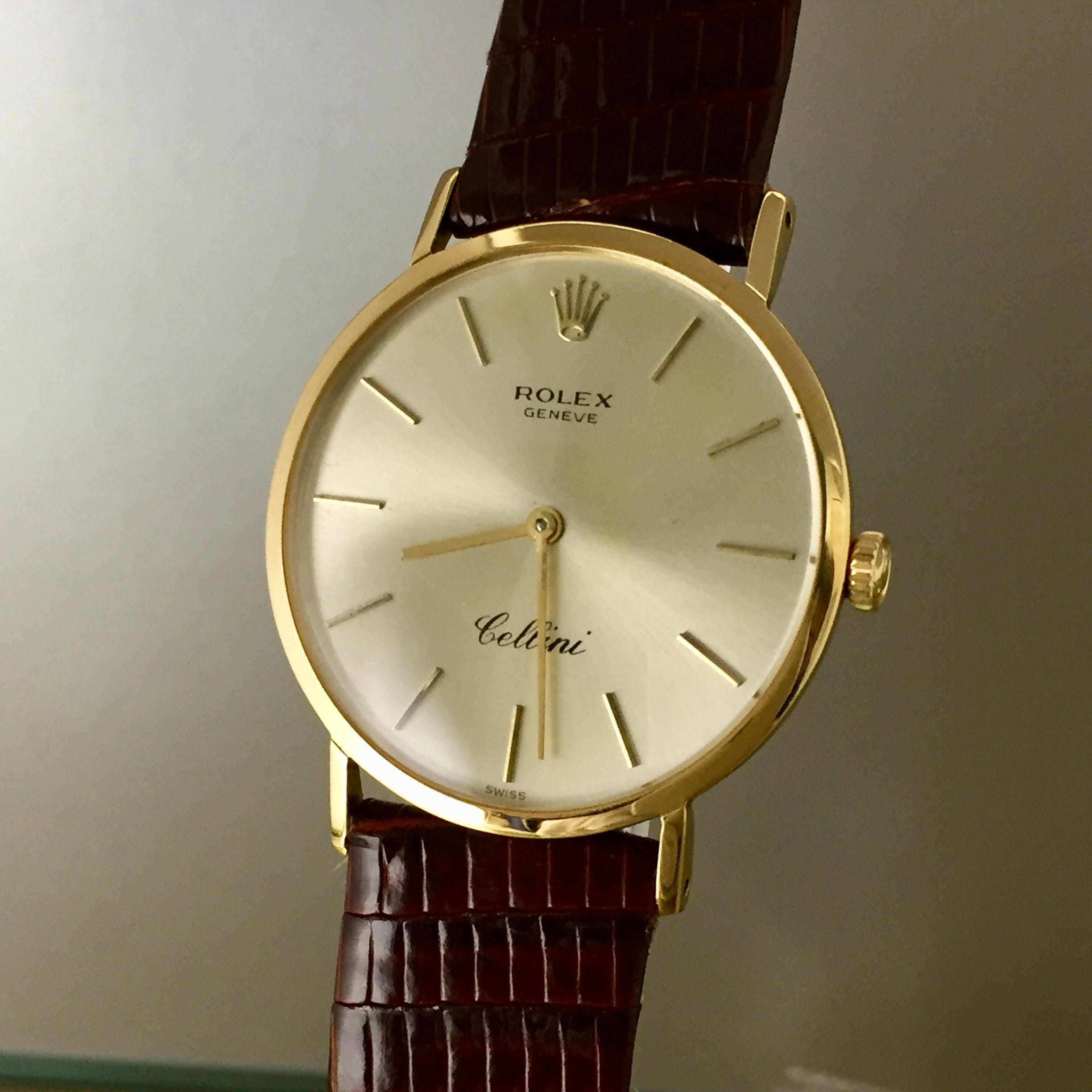 Fantastic Rolex Cellini Vintage Watch in 18kt yellow gold with