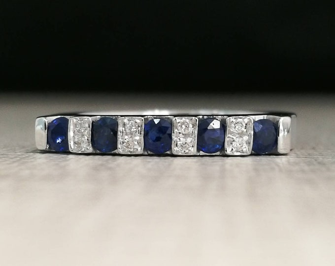 18kt gold ring with sapphires and natural diamonds
