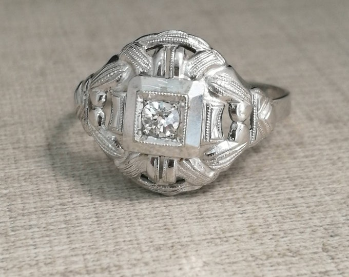 Vintage Ring in 18kt white gold and natural diamond cut antique.