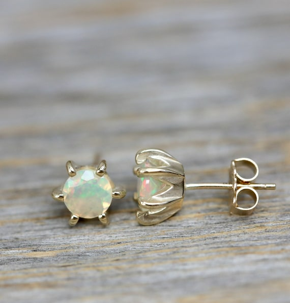 Opal Stud Earring * Ethiopian Welo Opal fire * Solid 14k Gold Prong Stud*Mother's Day Gift Idea for Her* Fine Jewelry* Wedding* Anniversary