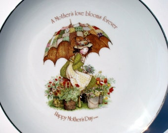 Holly Hobbie 1976 Mother's Day Commemorative Edition - A Mother's love blooms forever - 10 Inch Collectible Plate