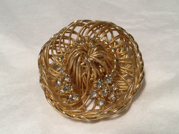 Vintage gold tone wire basket brooch  necklace