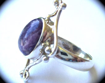 Outstanding Vintage Woman's Ring Size 6.5 Purple Charoite Sterling Silver Setting