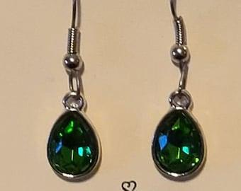 Emerald GREEN gem stone teardrop dangle Earrings fishook style
