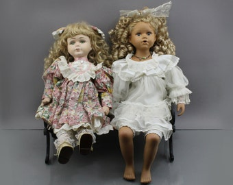 Vintage. Two beautiful dolls from the 70s and a bench made of metal and wood. Porcelain dolls dollhouse figures ladies
