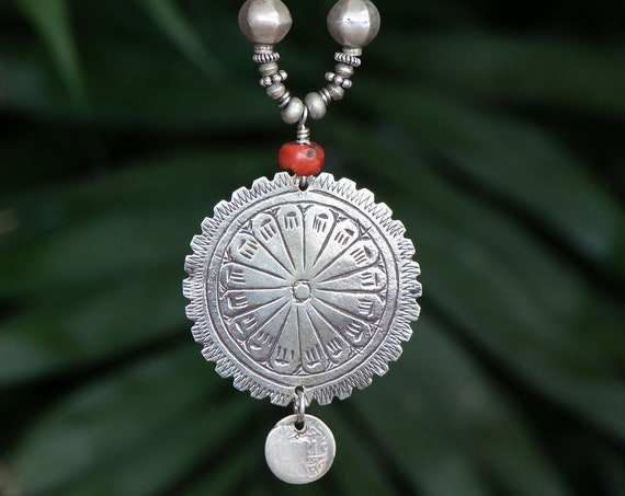 Long Moroccan pendant necklace