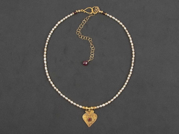 Antique gold India pendant necklace | rice seed pearl necklace with old tribal gold and red glass pendant | gold India tribal necklace