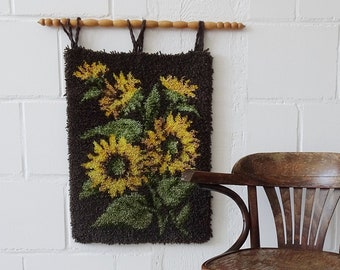knotted tapestry with sunflowers 70s, wall hanging boho