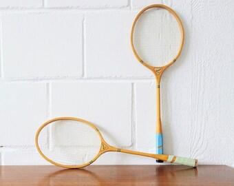 Set von zwei alten Holz Federballschlägern, Badminton Holzschläger Duett MWk