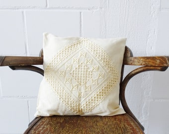 Vintage Boho pillow in cream white, crochet pillow 37 cm x 37 cm