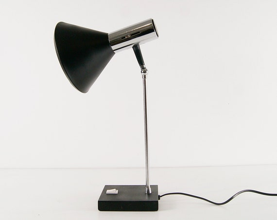 Desk lamp in black and chrome metal, table lamp 1960s, articulated lamp