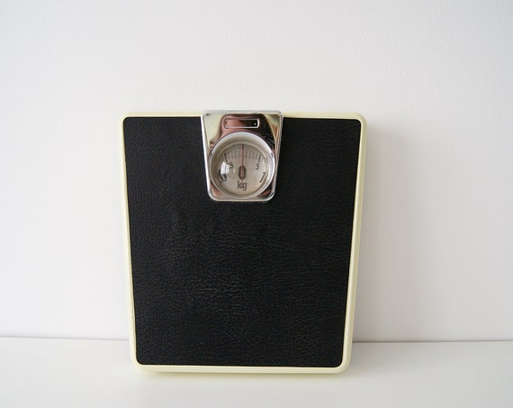 Personal scales up to 130 kg in green yellow black, scale, body scale