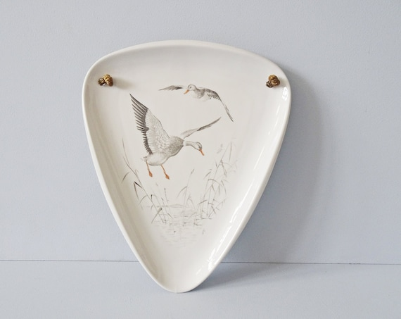 Alka art wall plate with duck motif, triangular wall hanging