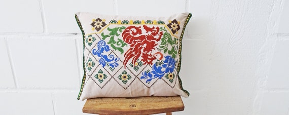 Cushion cover made of linen hand embroidered, cushion cover beige with cross-stitch 40 cm x 46 cm