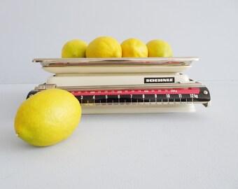 weiße Soehnle Küchenwaage, Maximale Belastung 12 Kg, mechanische Haushaltswaage