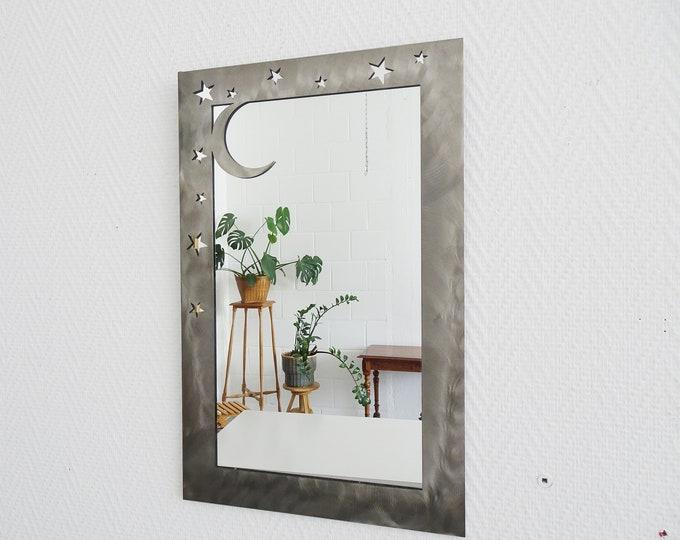 Featured listing image: 80er Jahre Wandspiegel in Metallrahmen Sterne und Mond, Kristallspiegel