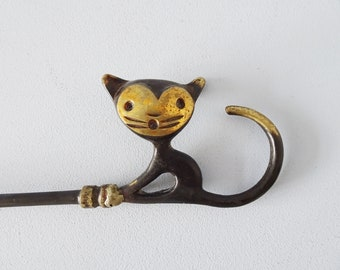 Walter Bosse shoe spoon cat in brass for Herta baller, large brass shoe dresser 1950s