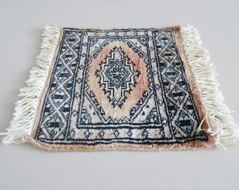 rectangular mini rug with fringes, oriental carpet runner, small knotted mat