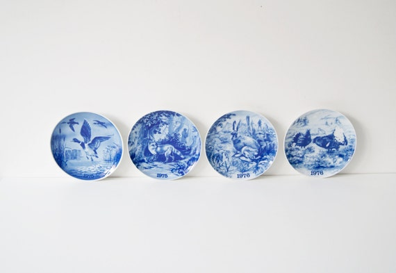 Danish wall plates with animal motifs, set collection plate Tove Svendson, 1970s arts and crafts