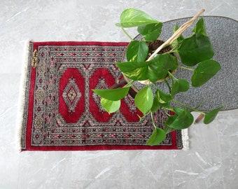 red vintage rug with fringes, prayer rug, prayer rug 97 x 60
