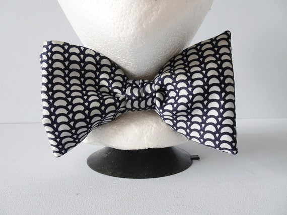 Retro men's bow tie by Domino Handbound with graphic pattern, Accessories for him