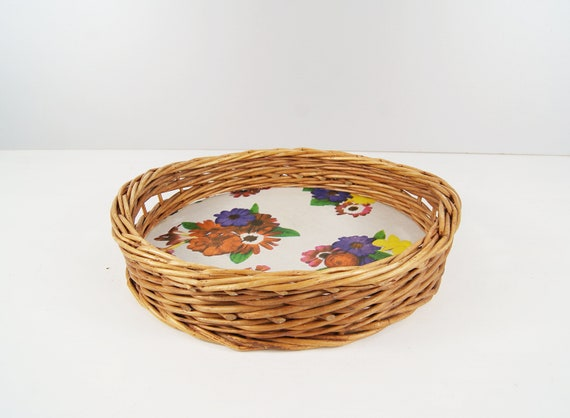Round tray made of rattan with floral pattern, Tray Willow 50s