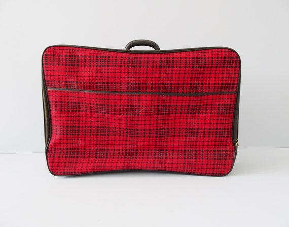 red black checkered suitcase, houndstooth pattern