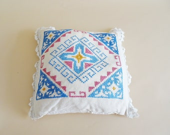 Vintage cushion made of linen hand embroidered, cushion cover beige with cross stitch and crochet border 36 cm x 36 cm