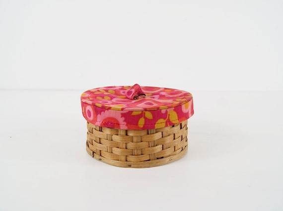 Pincushion straw basket, wicker basket padded 70s, vintage handmade storage