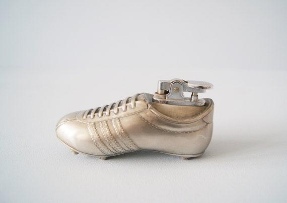 Cicarette lighter football shoe made of brass, table lighter 50s lighter
