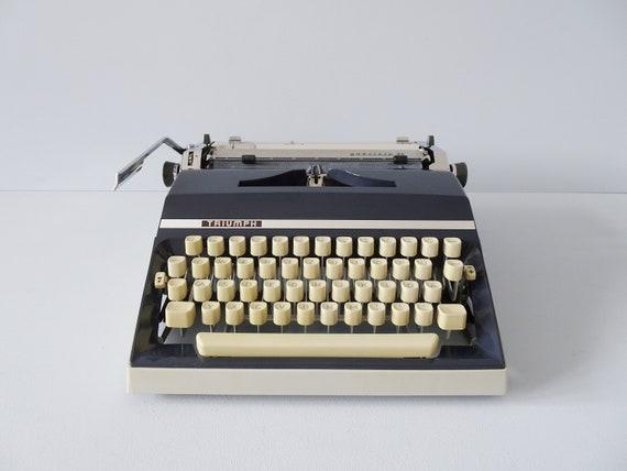 Typewriter Triumph Gabriele 35, mechanical typewriter gray blue