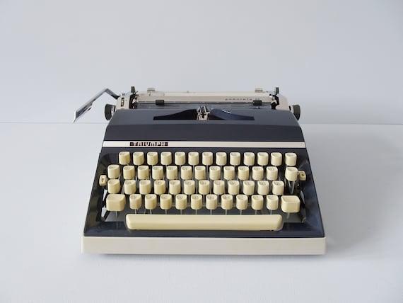 Typewriter Triumph Gabriele 35, mechanical typewriter grey blue