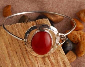 sterling silver, forged, shiny, red orange Cornelain oval shape, cabochon cut, belzel setting; 6 1/2 inches