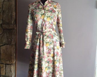1970s Floral Polyester Women's dress - Vintage dress/ 1970's dress/ vintage floral dress