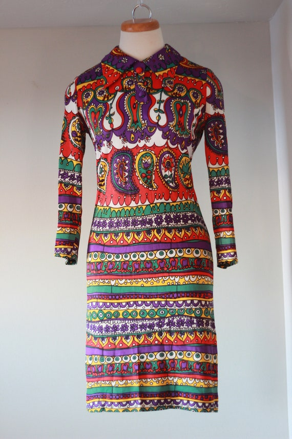 Amazing 1960s pointed collar dress