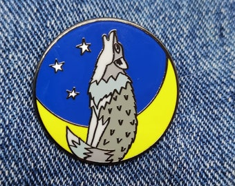Wolf Pin, a hard enamel pin/brooch, a perfect gift for wolf lovers and for lovers of the wild. Wild animal pin / wolf lovers