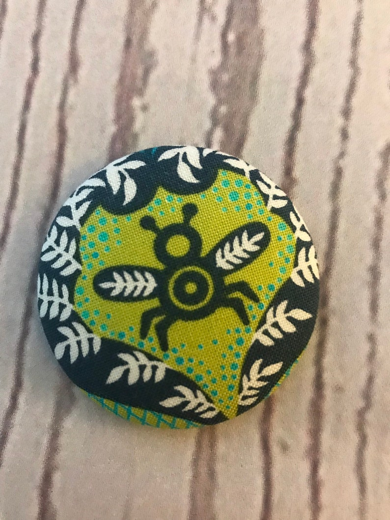 ONE Fabric covered button magnets blue green bee  super cute image 0