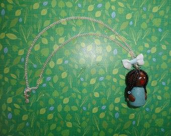 collier  sautoir avec pendentif poupée AFRICAINE en fimo