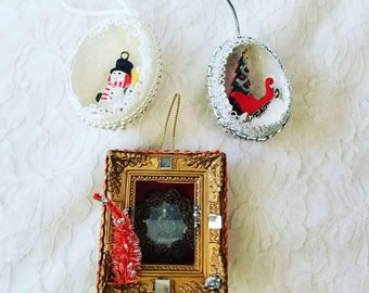 Antique 1950s Mixed Lot of Miniature Diorama Christmas Ornaments 2 Eggs and a Frame ~ Holiday Decoration Retro Decor