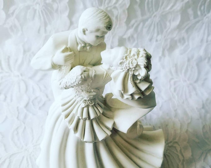 Vintage Resin 1990's Wedding Cake Topper ~ White ~ Great Condition ~ Figure ~ Figurine ~ Magical Princess Bride & Groom