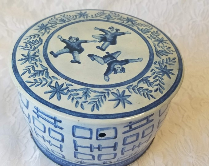 RARE 1930s Vintage Western Germany Tin Trinket Box German Lidded Tin ~ Unique Trinket Box ~ Round Metal Container ~ Asian Blue Motif ~ As-Is