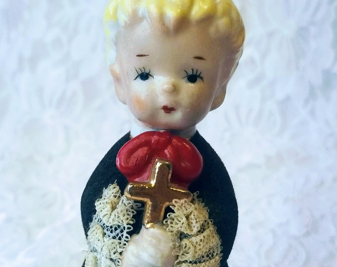 """Vintage 1950s UNMARKED Altar Boy Figurine ~ 4.5"""" ~ Consco? Napco? Norcrest? Lefton? ~ Dresden Lace ~ Gold Covered Cross"""