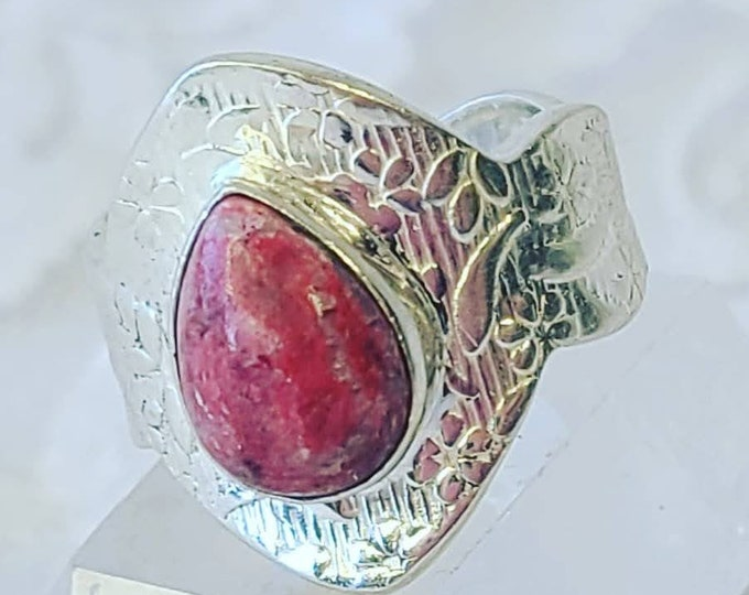 Nordic Thulite Ring ~ Size 8 ~ Silver ~ Crystal Healing Energy ~ Seiðr Magick ~ Encourages Showmanship, Eloquence, & Extroversion