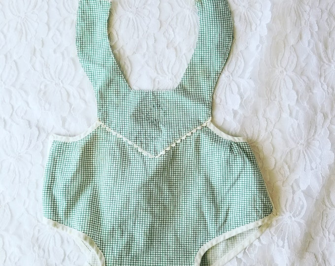 """Cute 1950s Mommy Made Green Gingham Baby Doll Jumper ~ Fits on 16-24"""" Composition or Rubber Baby Dolls"""