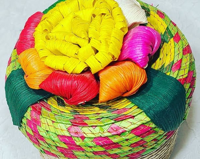 "Beautiful Woven Straw Candy Box With Lid 6"" ~ Mexico Folk Art ~ Home Décor ~ Altar Piece ~ Folk Art"