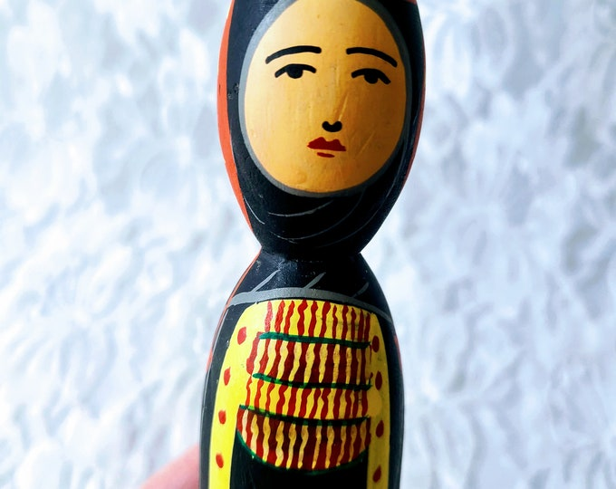 Vintage Hand Painted Wood Russian Peg Doll ~ Amazing Detail