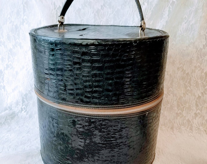 Wig Box ~ Hat Box ~ 1960s Faux Alligator Leather Plastic Round Train Case ~ Hairpiece or Costume Wig Carrying Case