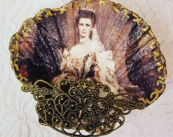 OOAK Handmade Decoupage Sea Shell Ring Dish Tray ~ Ring Holder ~ Footed Dish ~ Hauntingly Beautiful ~ Creepy and Weird