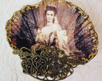 CLEARANCE OOAK Handmade Decoupage Sea Shell Ring Dish Tray ~ Ring Holder ~ Footed Dish ~ Hauntingly Beautiful ~ Creepy and Weird